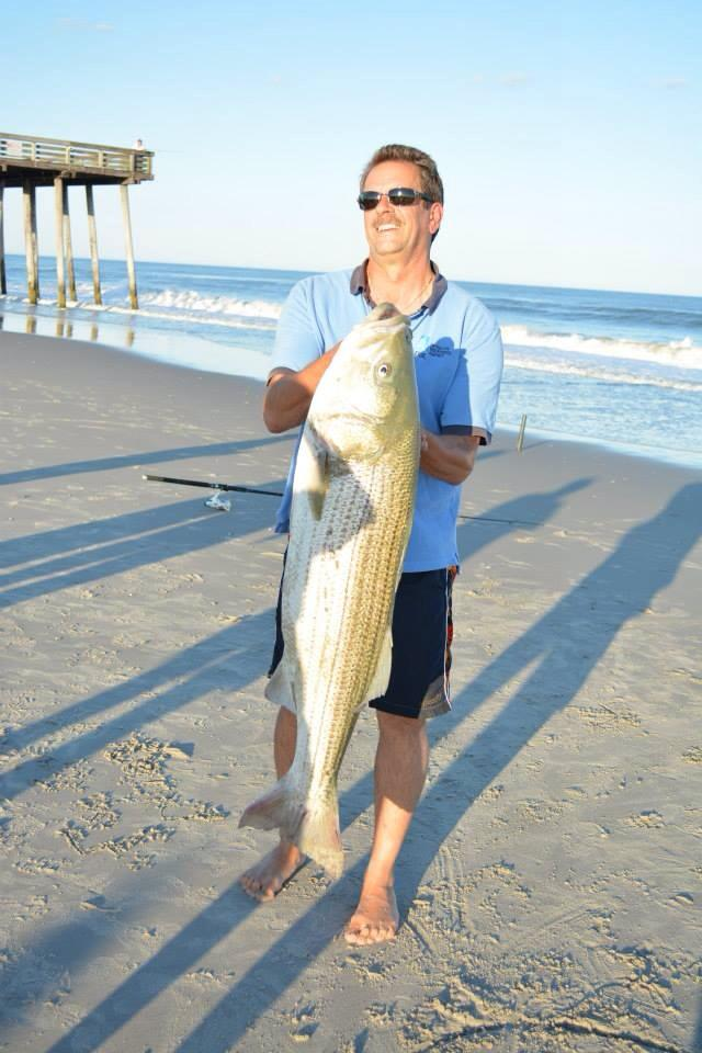 Surfcaster lands 35 pound striped bass at 15th street for Nj shore fishing report