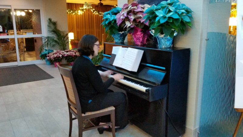 Pianist Ingrid Forss provided the musical entertainment in the hotel lobby.