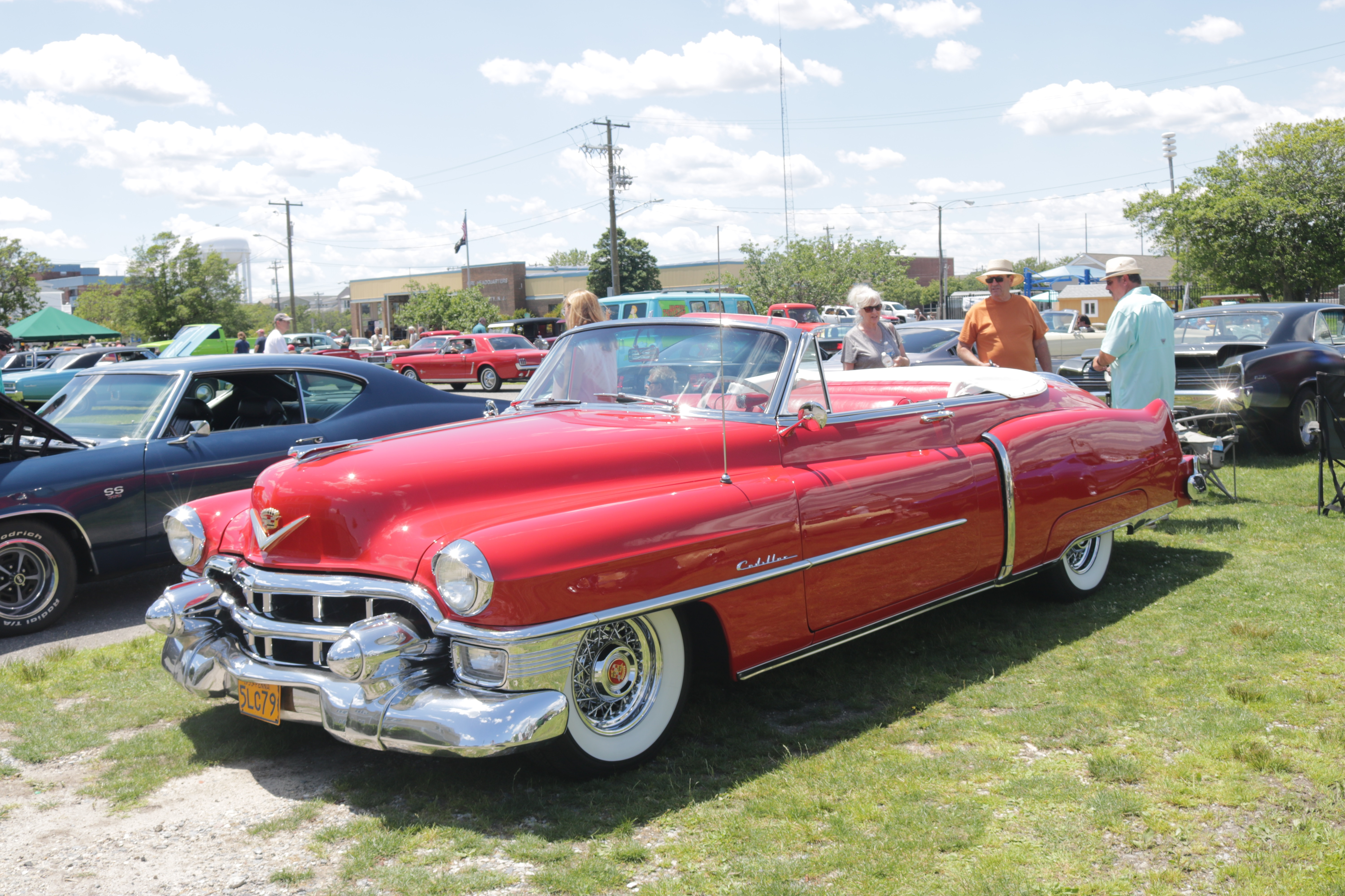 Cadillac Car Shows >> Chrome Fins And Muscle Showcased At Antique Auto Show In